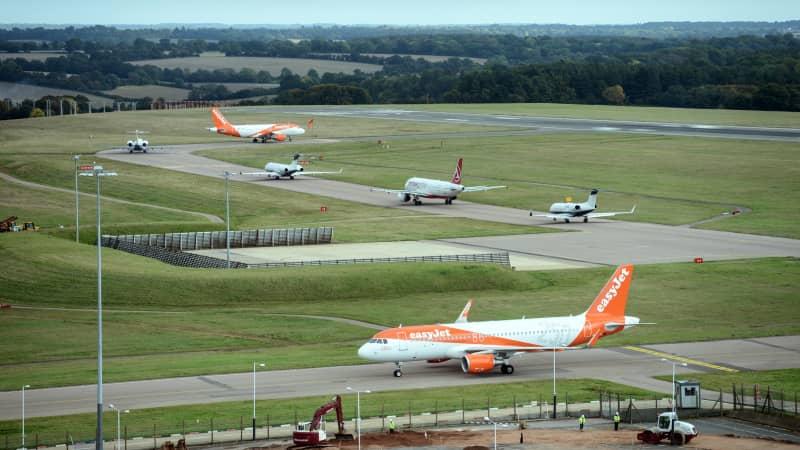 Aircraft lining up on the runway at LLA