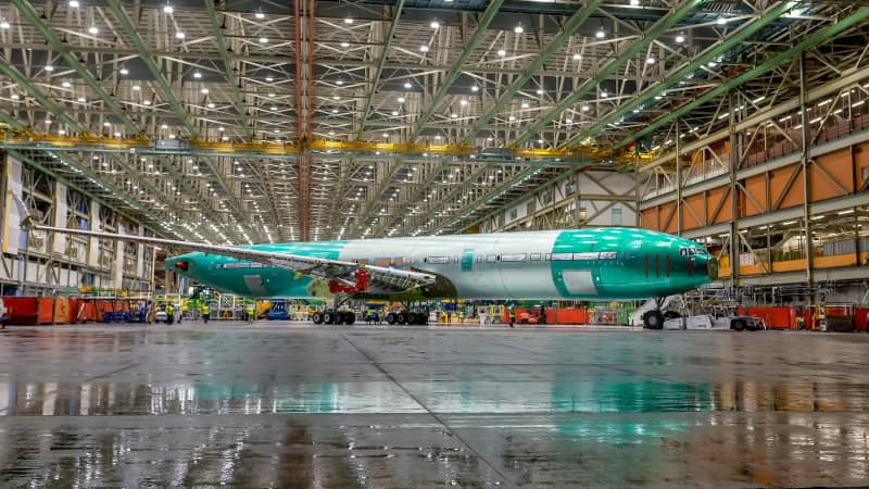 Boeing 777x static plane image
