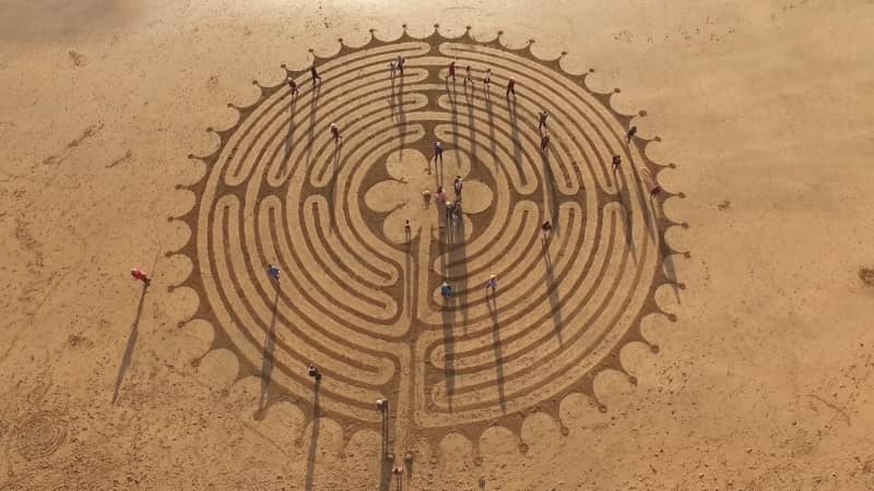 Sand-Art-Chartres-Labyrinth-at-Autumn-Equinox