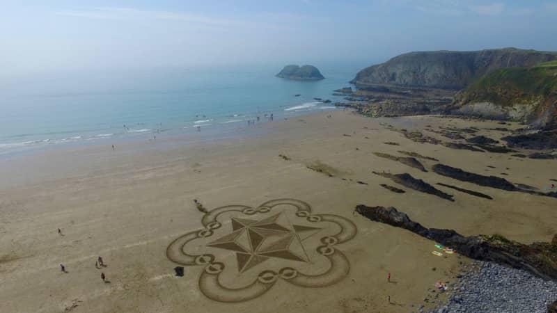 Sand-art-Traeth-Llyfn