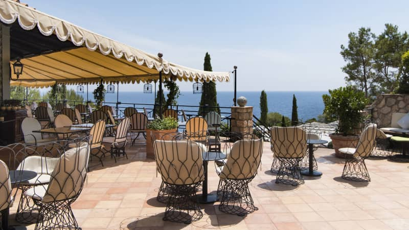 Hotel il Pellicano offers rooms in cottages and villas.