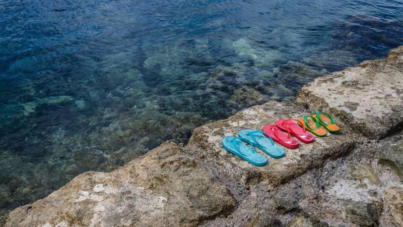 beach-clear-flip-flops-131021