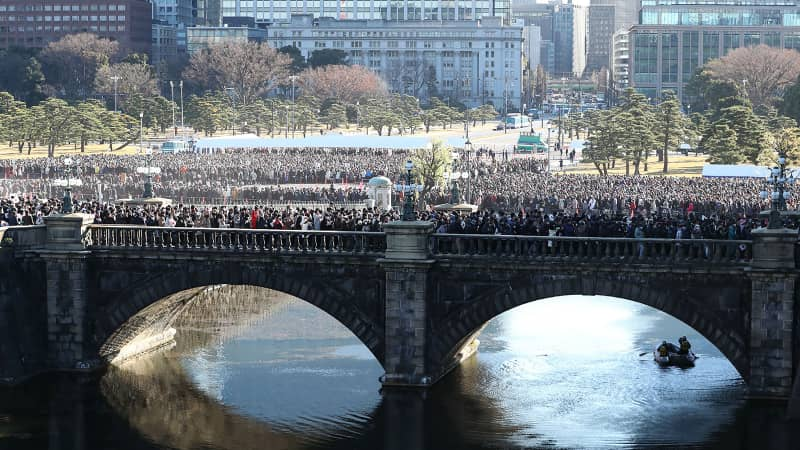 More than 150,000 people came to the Imperial Palace for the New Year greeting this year.