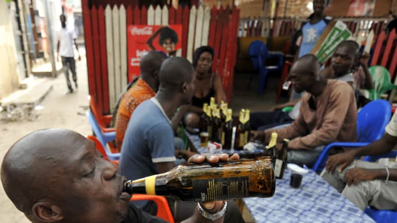 In Abidjan, enjoy people-watching as you drink a beer outside (typically 22-ounce servings are the norm) and just hang out.