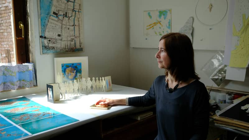 """The best thing that one can do is get lost and look around and enjoy the view, local artist Deirdre Kelly says. """"Unfortunately when you have a group so big they tend to be following a guided tour, so already for me they are missing out some of the best parts of the city."""""""
