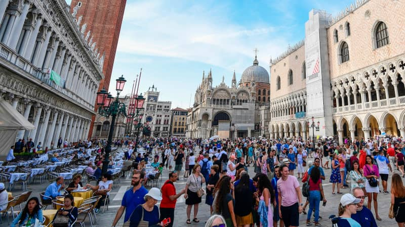 'Hit and run' daytrippers are ruining Venice, say locals
