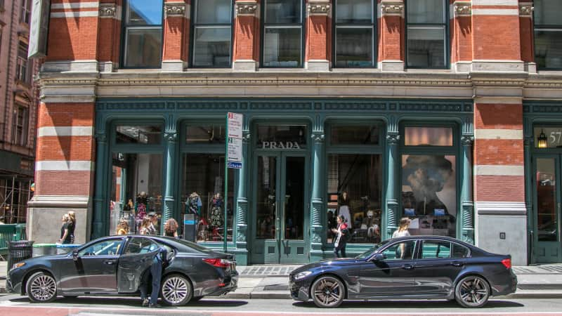 The high-low mix of big luxury brands, indie boutiques, and spontaneous street fashion makes Soho a favorite destination.