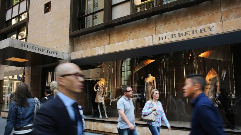 Madison Avenue draws both locals and tourists, with proximity to desirable stores and venerable museums.