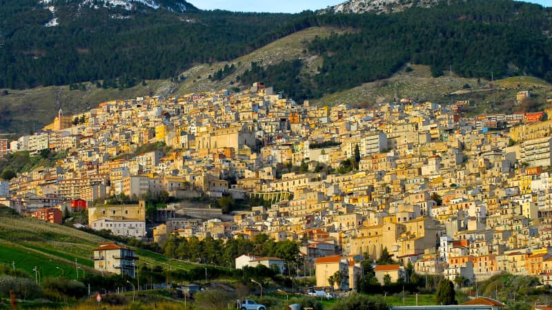Italian town of Cammarata offers free houses to lure residents