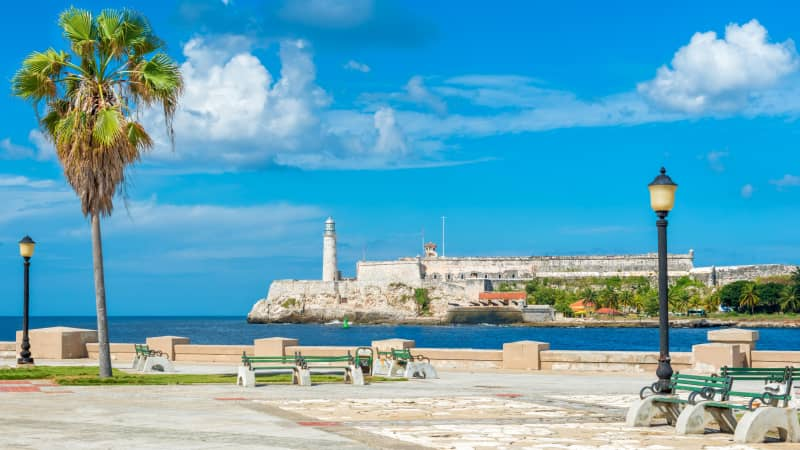 This Havana park is popular for its views of the castle and lighthouse of El Morro.