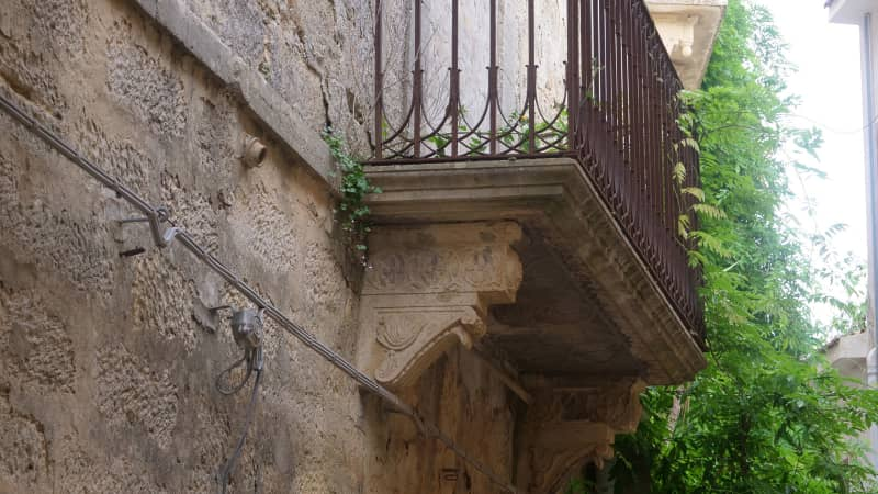 Italian town of Salemi auctioning off homes for one euro