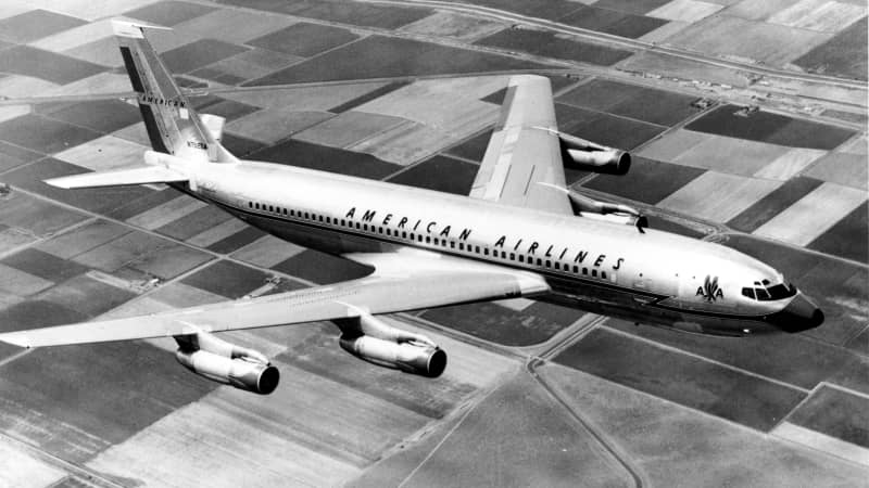 A 1960 photo shows an American Airlines Boeing 707-120B in flight.