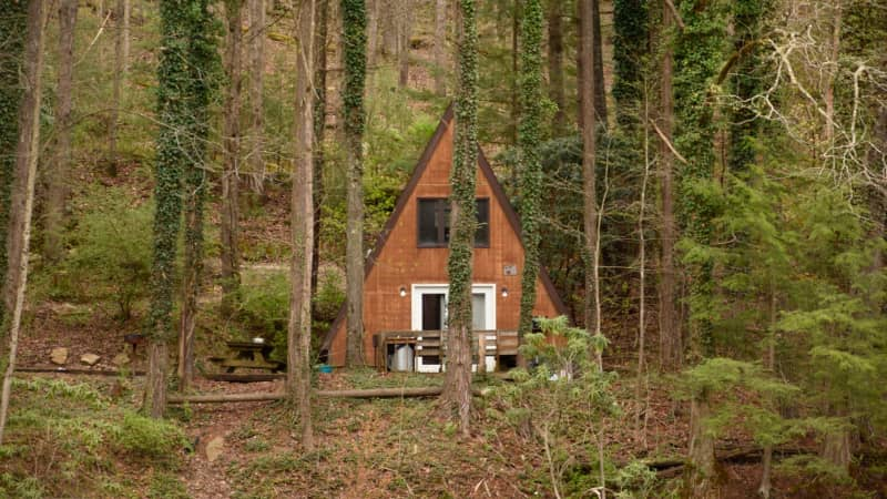 A range of rental cabins is  available through ACE Adventure Resort.