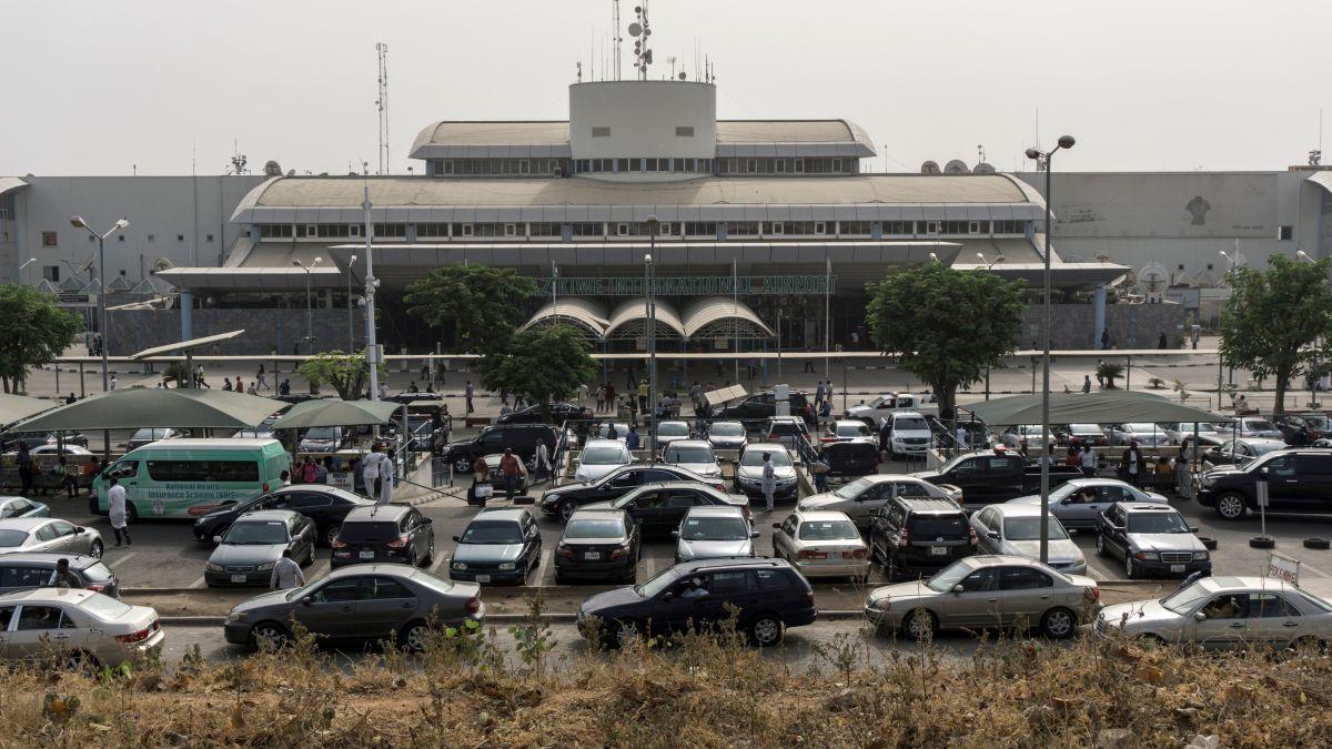 Abuja airport shutdown 'hugely embarrassing' - CNN