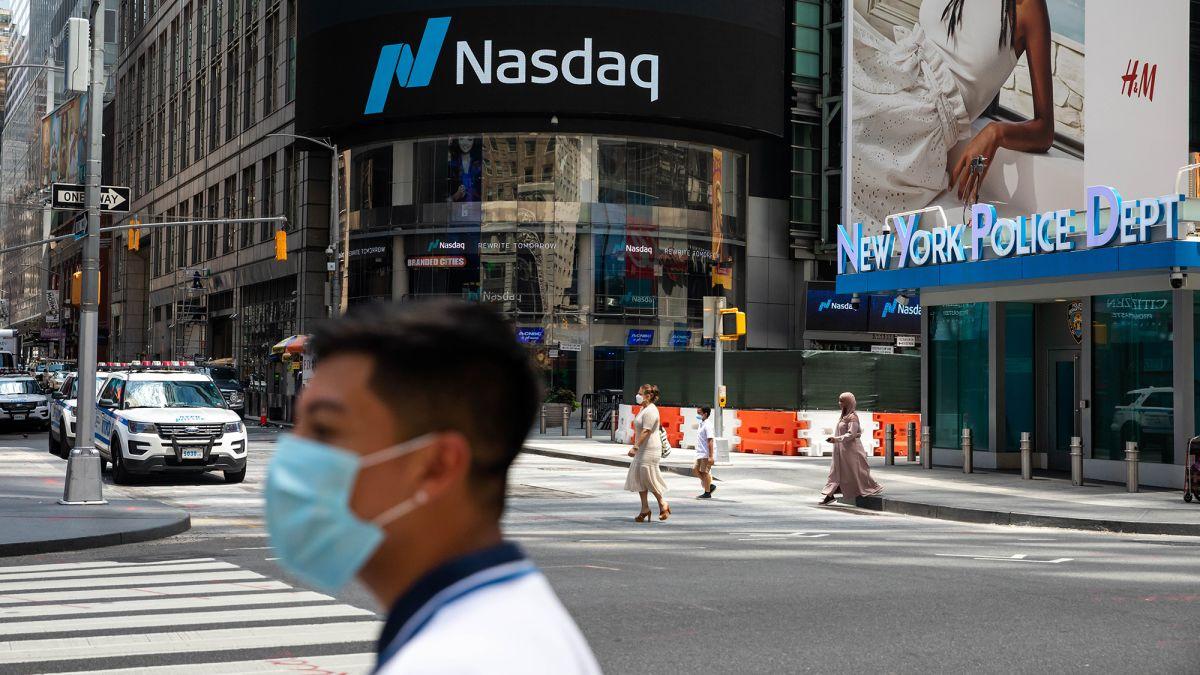 Stock market bloodbath: Dow and Nasdaq plunge - CNN