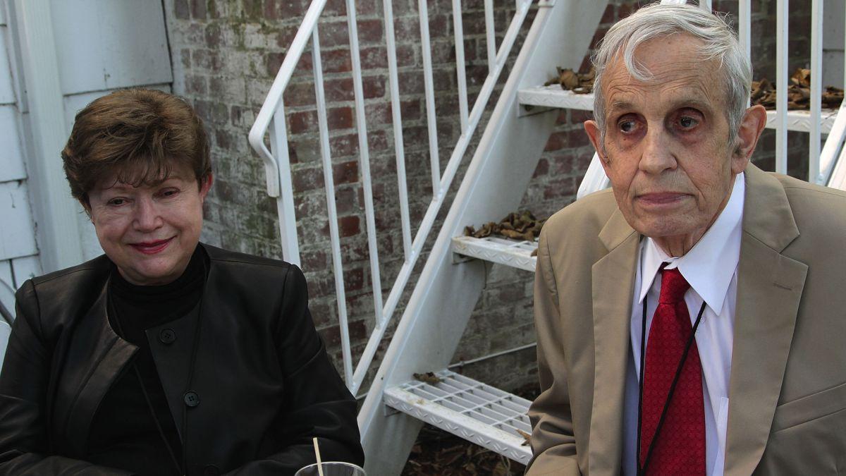 'Beautiful Mind' mathematician John Nash, wife killed