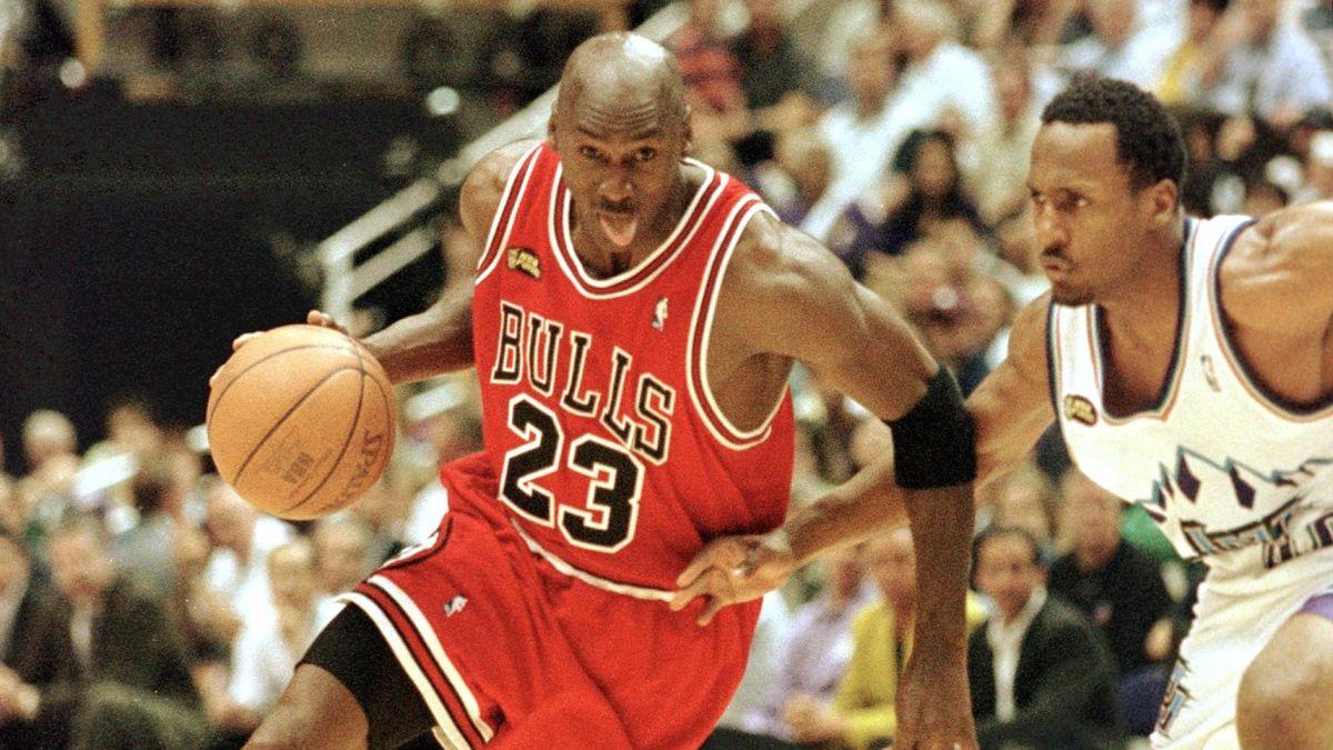 Transformador Prohibir Citar  Michael Jordan Fast Facts - CNN