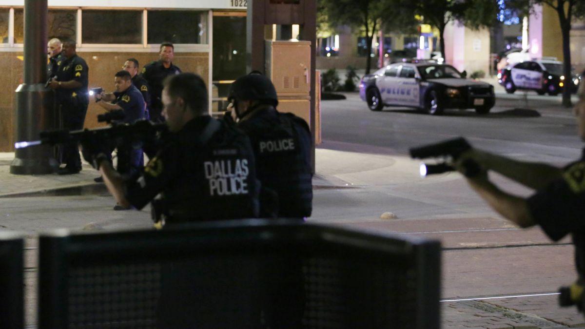 Dallas sniper attack: 5 officers killed, suspect ID'd - CNN