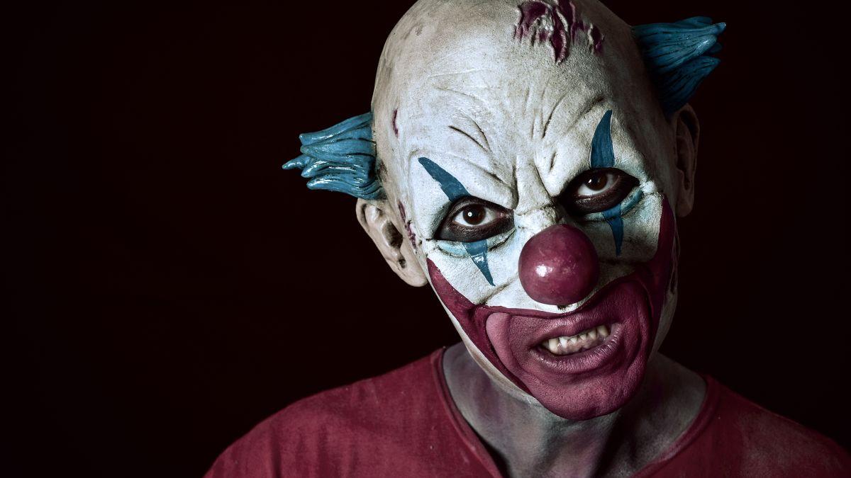 Creepy clown craze sweeps the globe - CNN