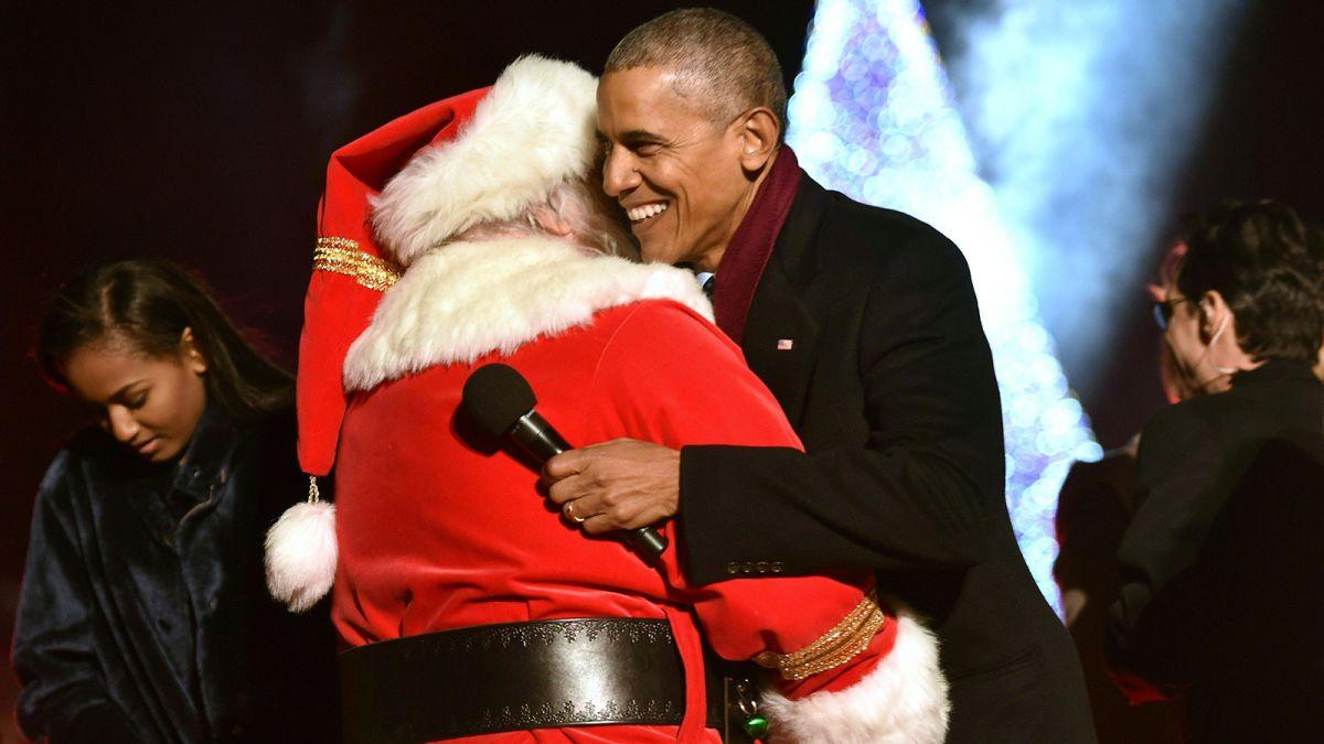 Obama Christmas.Obama Lights National Christmas Tree For The Final Time