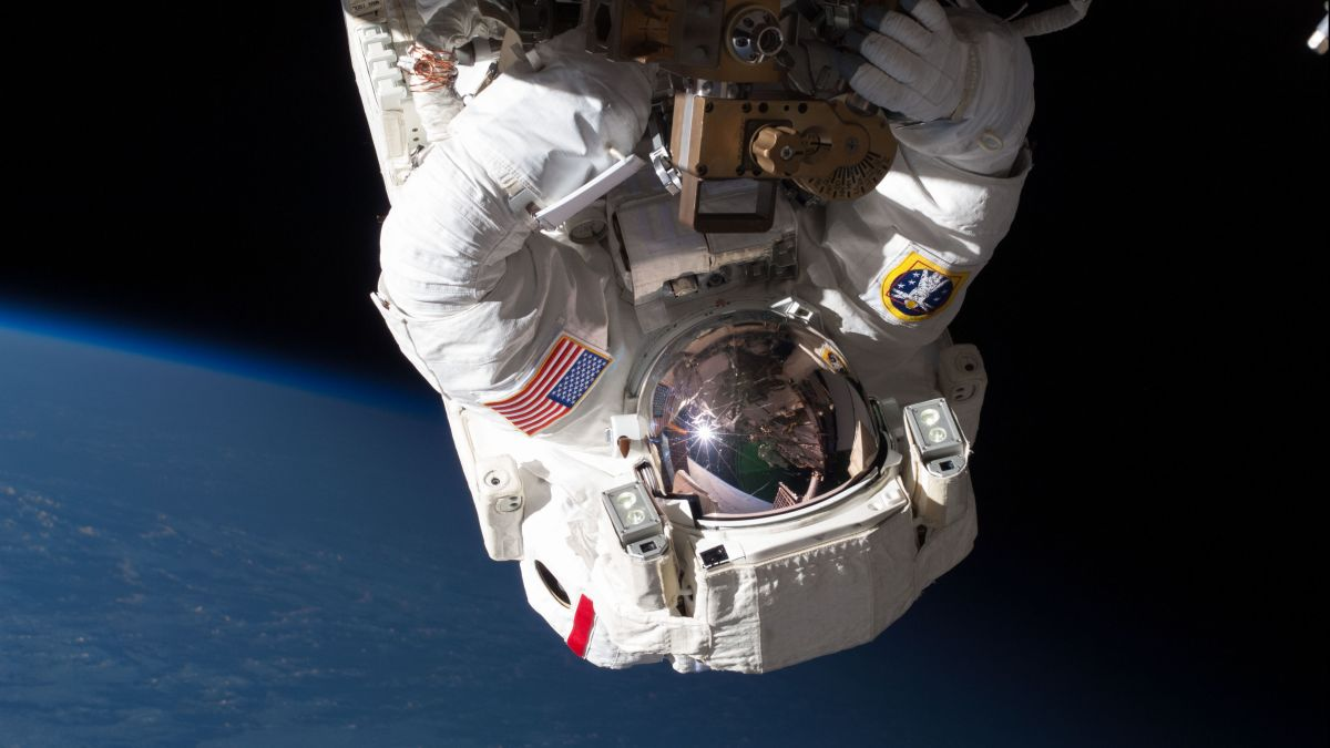 https://amp.cnn.com/cnn/2020/01/03/health/astronaut-blood-clot-scn-wellness/index.html