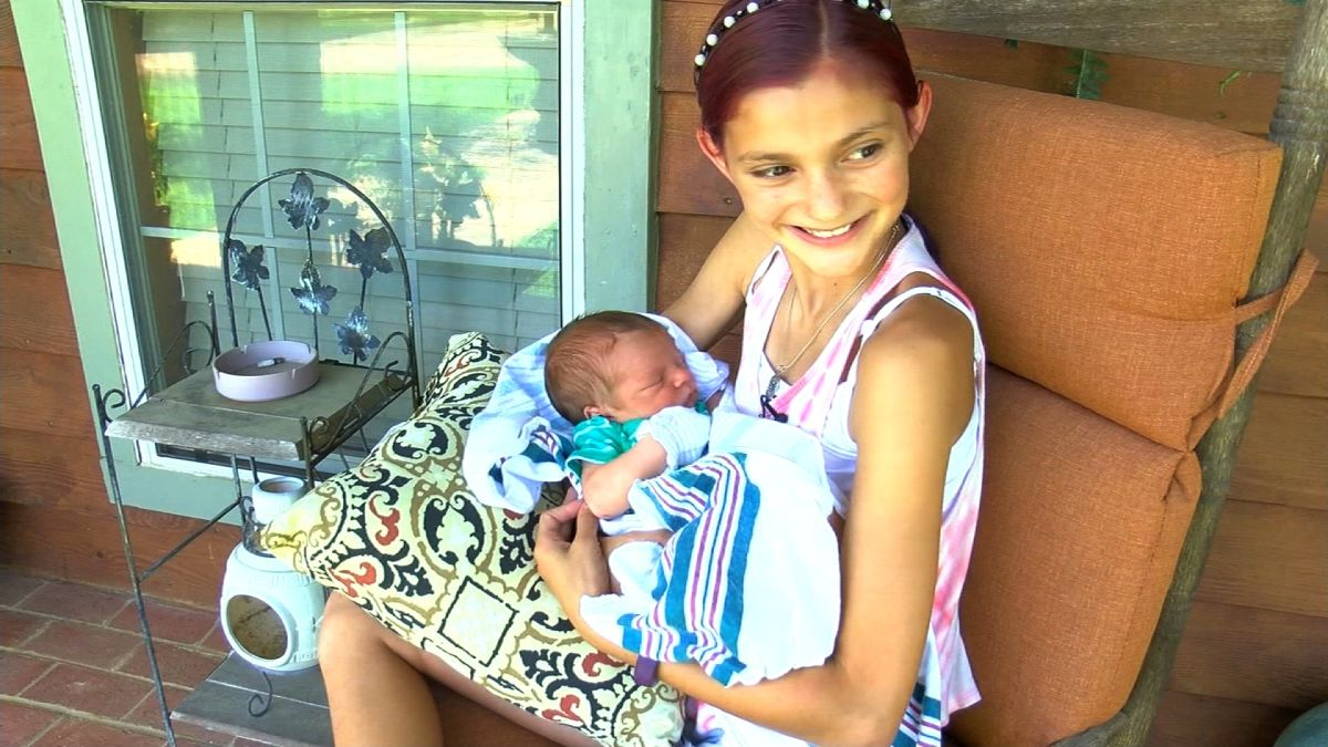 Autous Interradcial Videos Porno+ 12-year-old girl helps deliver baby brother