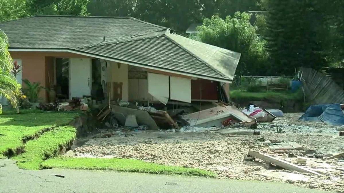 Sinkhole Swallows Homes In Florida Cnn
