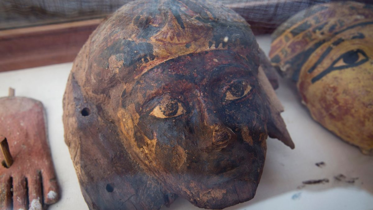 Luxor: Ancient Egyptian tomb with mummies unveiled - CNN