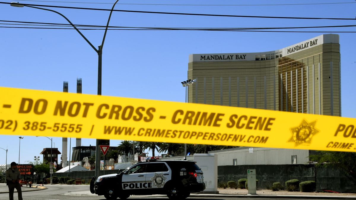Bodycam footage shows first response in Las Vegas - CNN