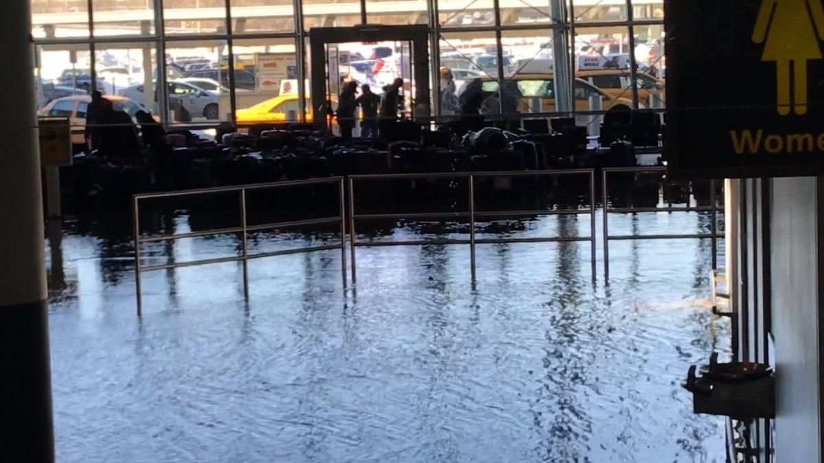 JFK Airport: Water leak floods baggage claim, forces