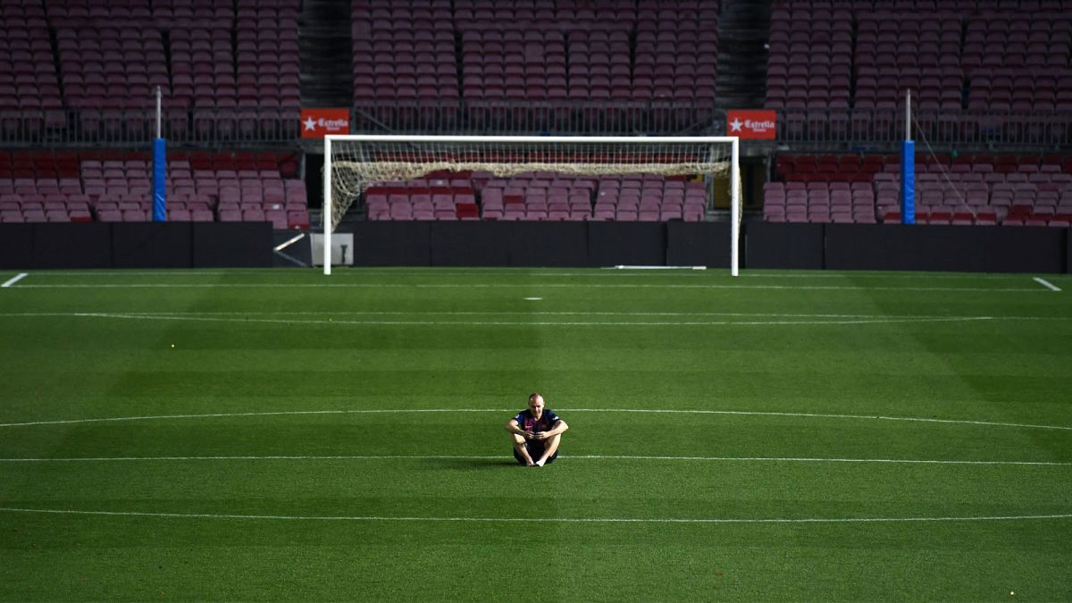 Andres Iniesta sits alone in empty stadium until 1am - CNN