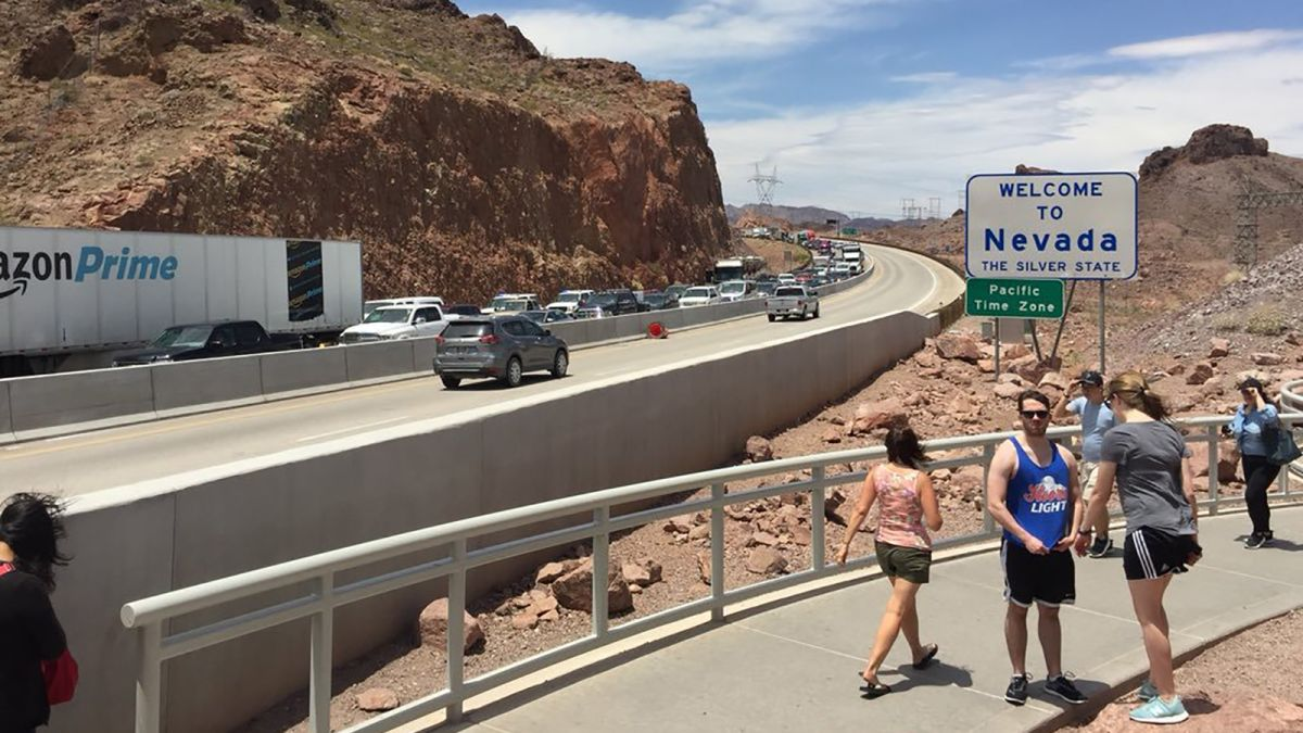 Man who blocked traffic on Hoover Dam bridge wanted release