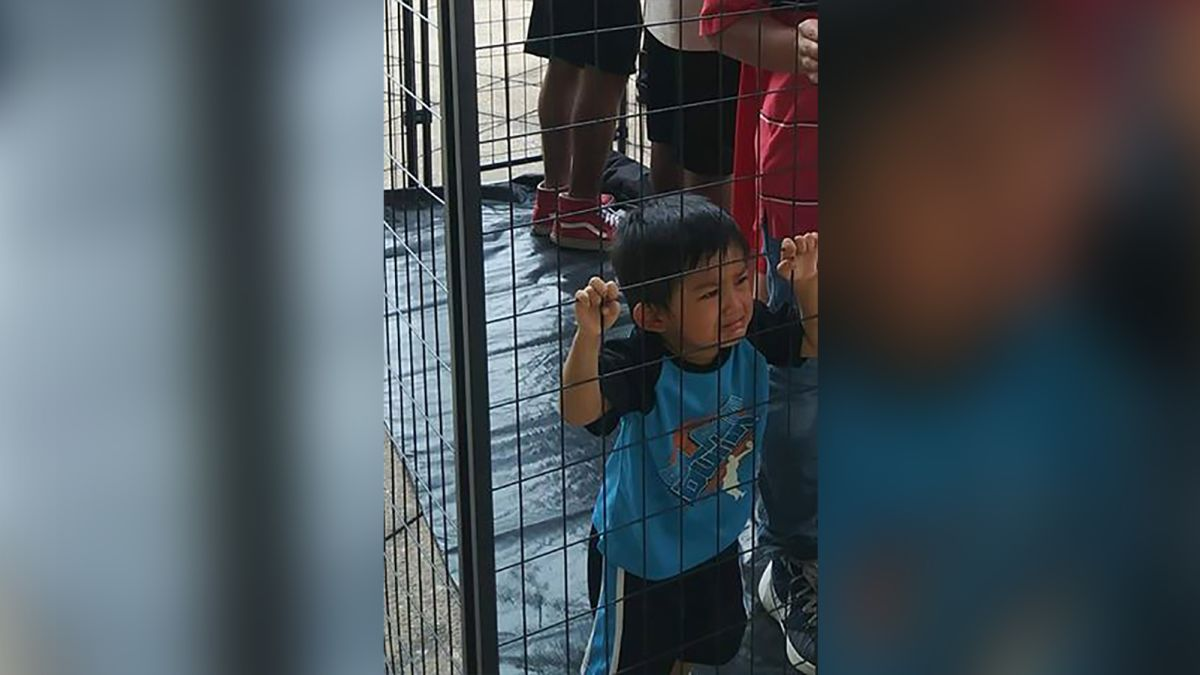 Texas Kids Werent Kept Out Of Special >> The Truth Behind This Photo Of An Immigrant Child Crying