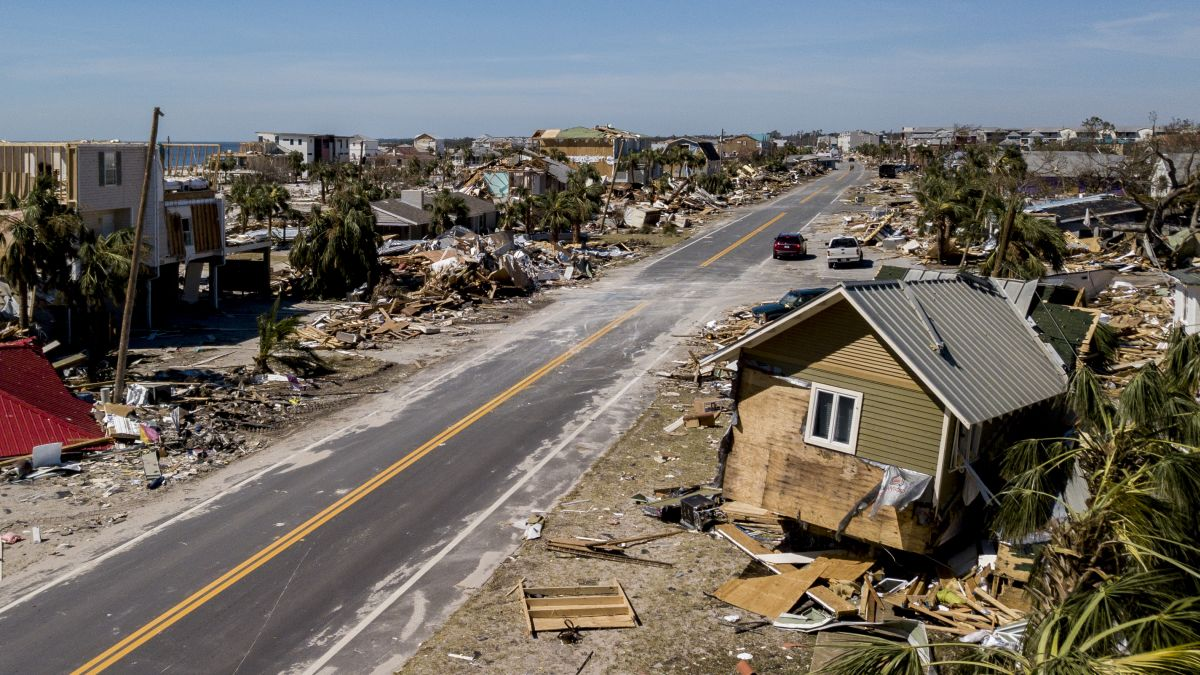 Florida after Hurricane Michael: Thousands join recovery