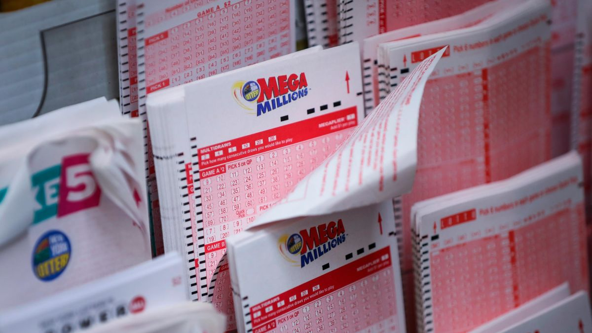 Winner of largest lottery jackpot is donating part of it to