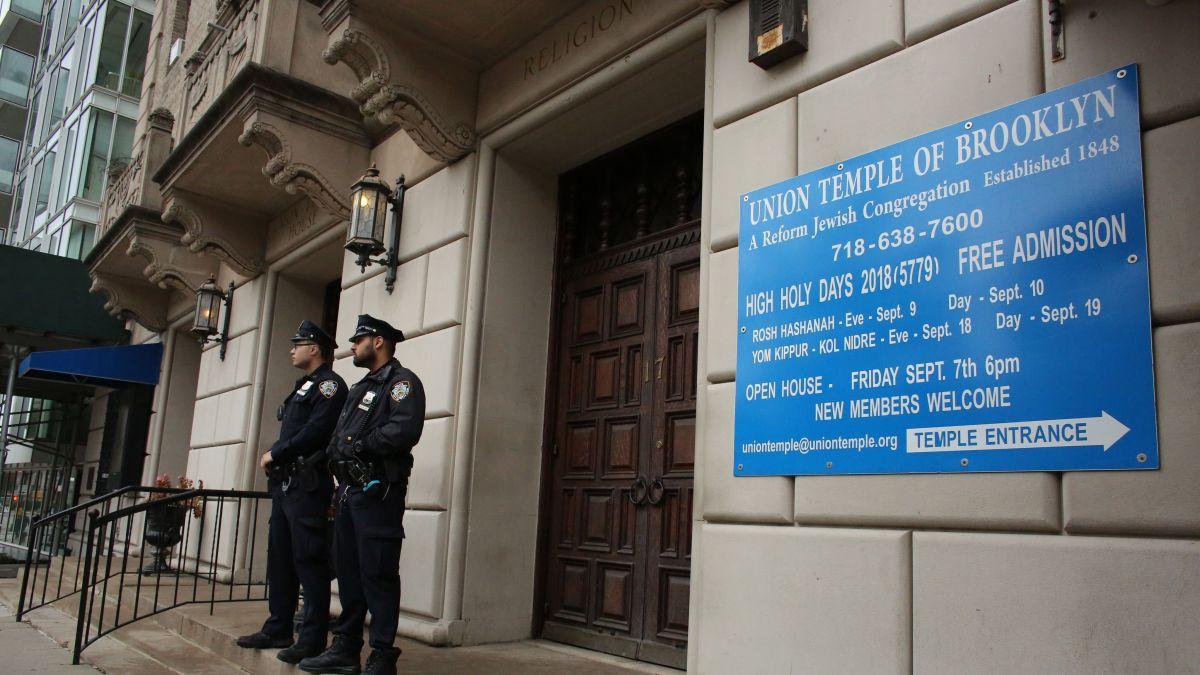Brooklyn synagogue graffiti: Man charged with hate crimes - CNN
