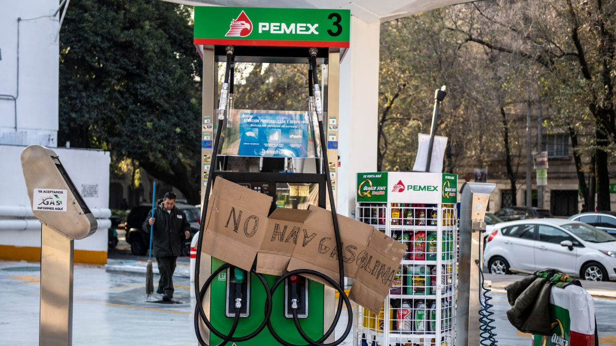 Image result for Mexico, cars line up for gas, pictures