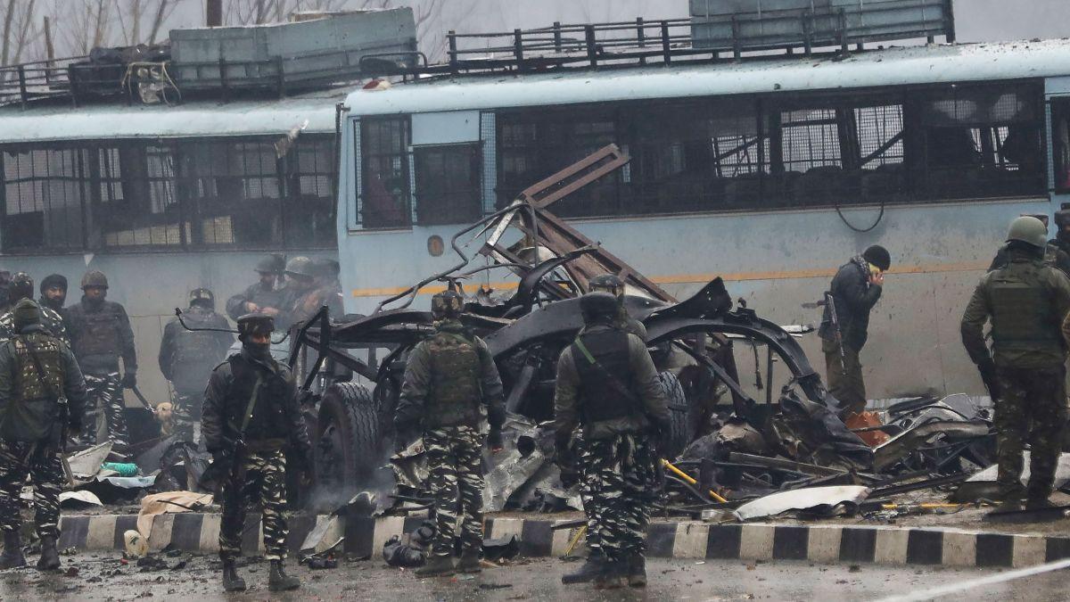 Kashmir attack on Indian paramilitary members kills 37 - CNN