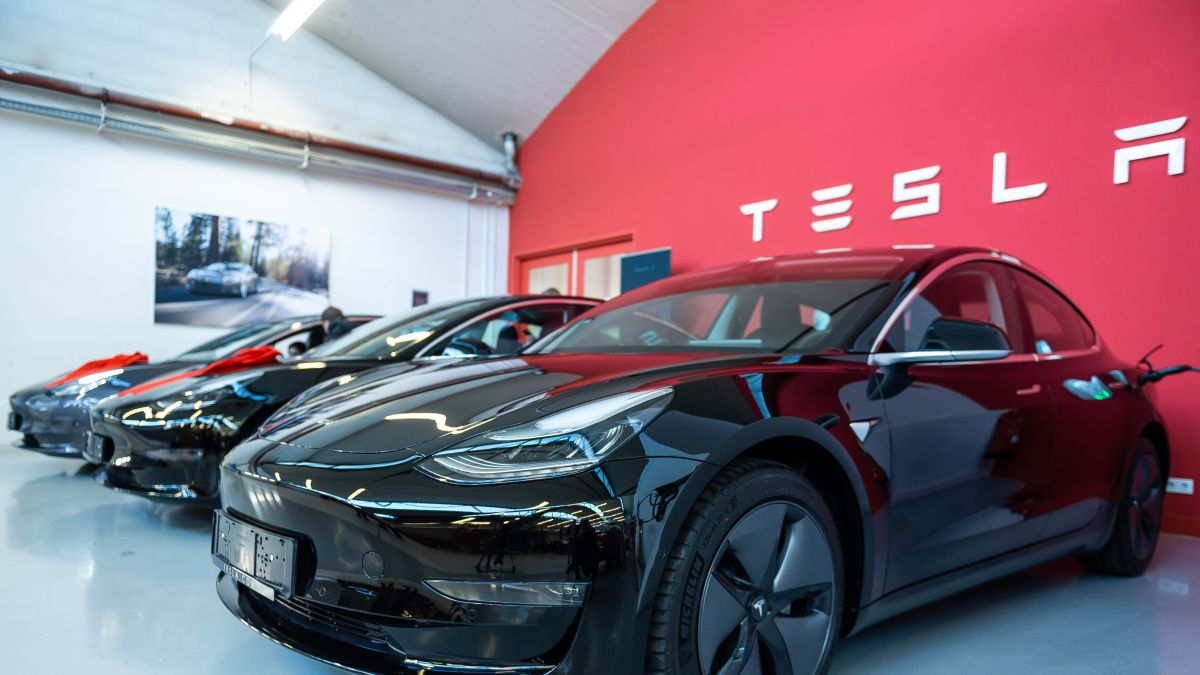 Tesla: Consumer Reports will no longer recommend Model 3 - CNN