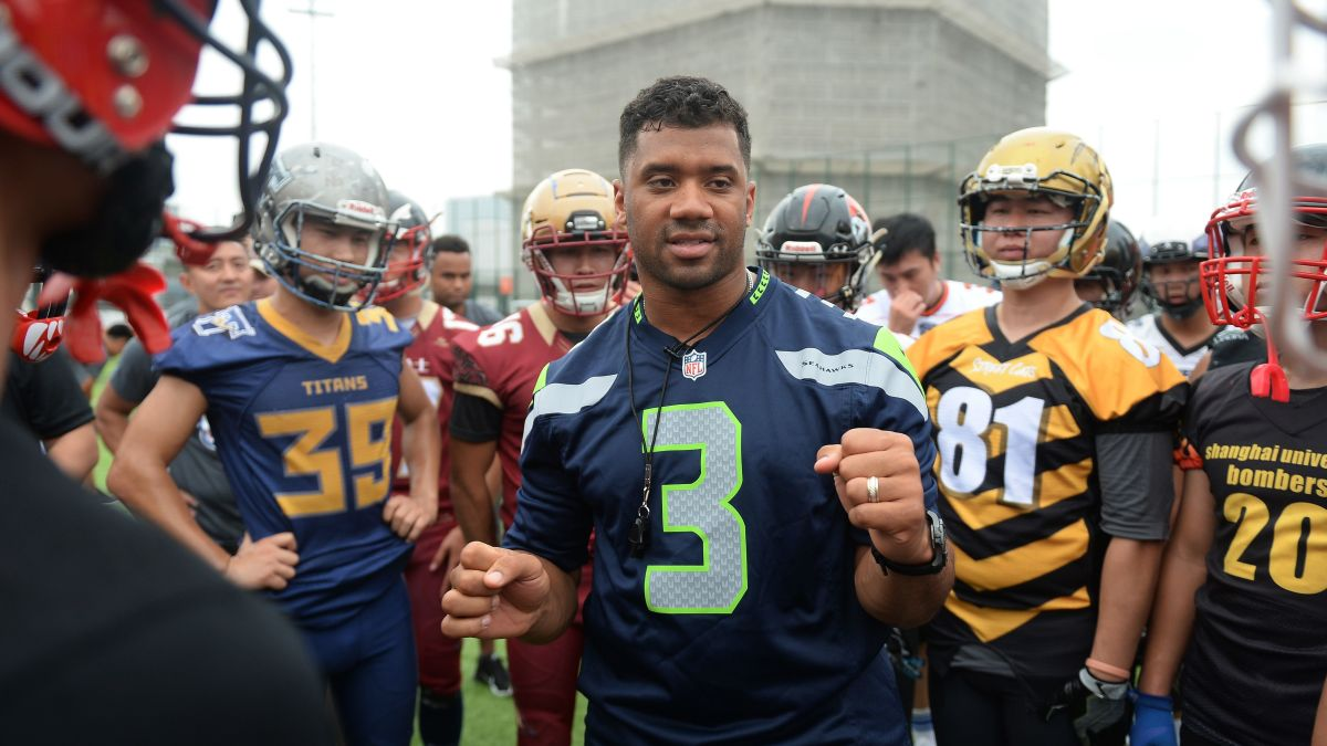 meet a273e 767f9 Seattle Seahawks QB gave his teammates Amazon stock. There's ...