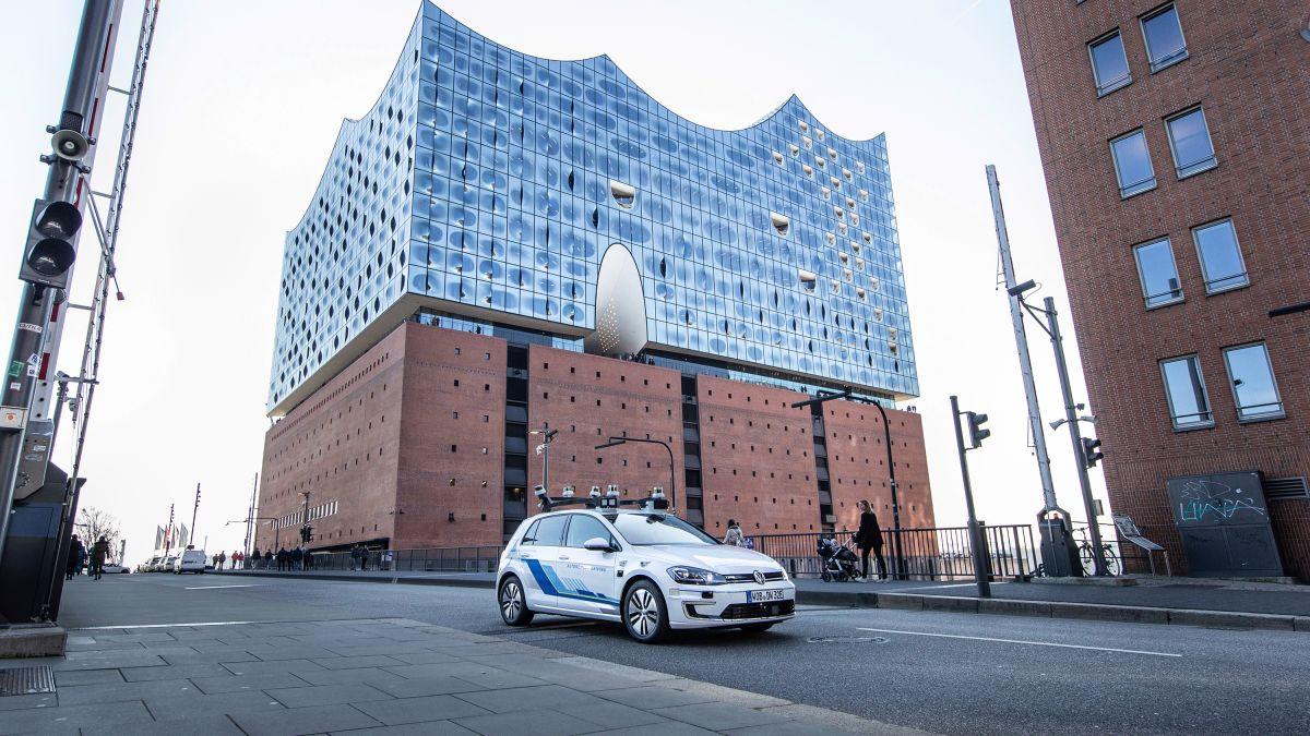Volkswagen tests self-driving cars in Hamburg - CNN