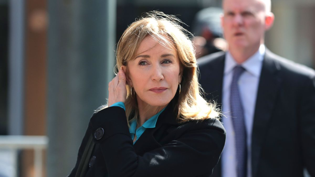 A Parents Plea My 8 Year Old Wants To >> Felicity Huffman Prosecutors Want Prison Time For Actress Who