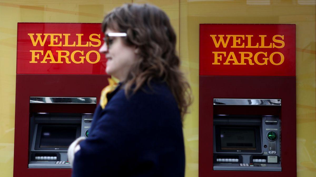 Buffett says Wells Fargo made 'big mistakes' - CNN