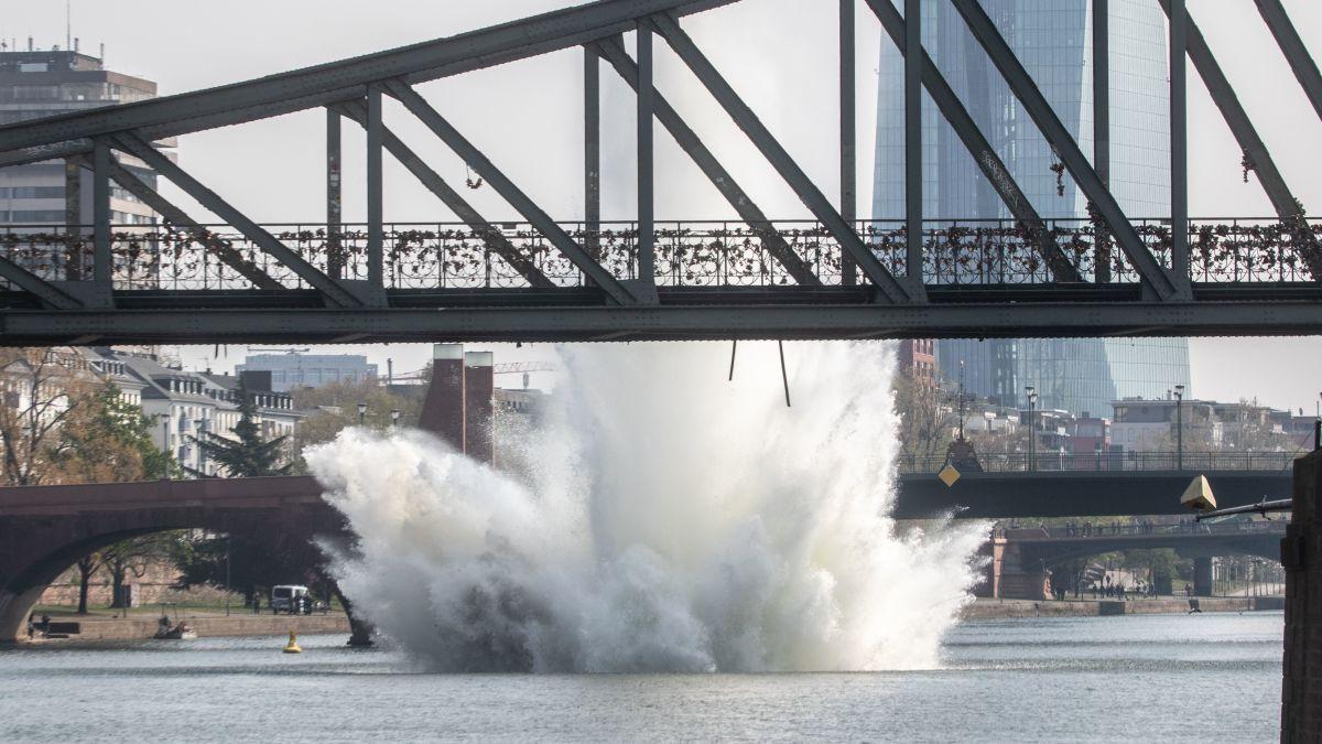 Authorities detonate World War II bomb found in Frankfurt river