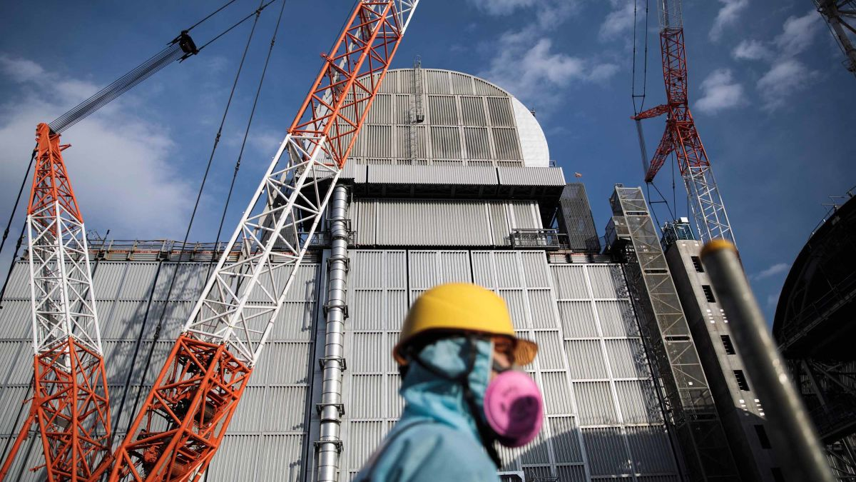 Fukushima nuclear plant: Removal of fuel rods from damaged