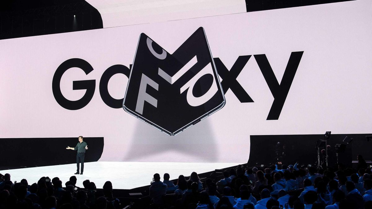 Galaxy Fold: Samsung's new folding phone is breaking for