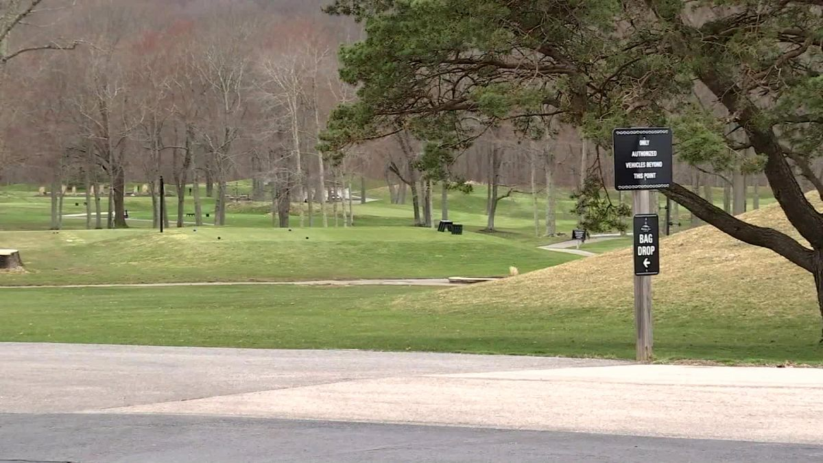 Bobcat attacks golfer on a Connecticut course