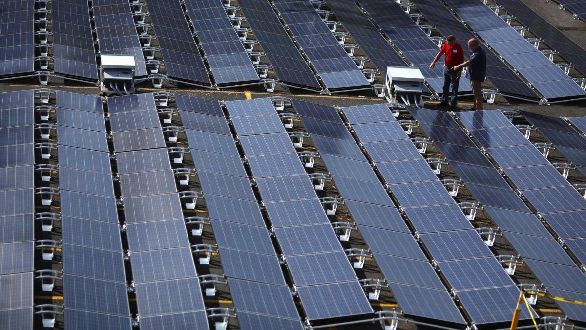 Tesla Solar Panel Roof >> Why Tesla Is Offering Rock Bottom Solar Panel Prices Cnn