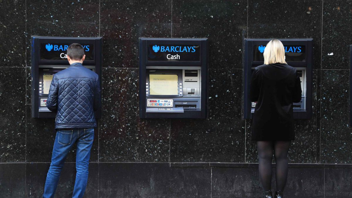 Europe hits 5 banks with $1.2 billion fine over currency trading cartel