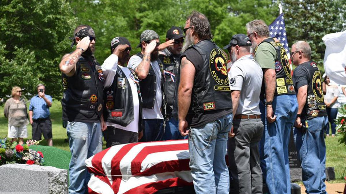 A Korean War vet's family couldn't attend his funeral. So thousands of strangers turned up